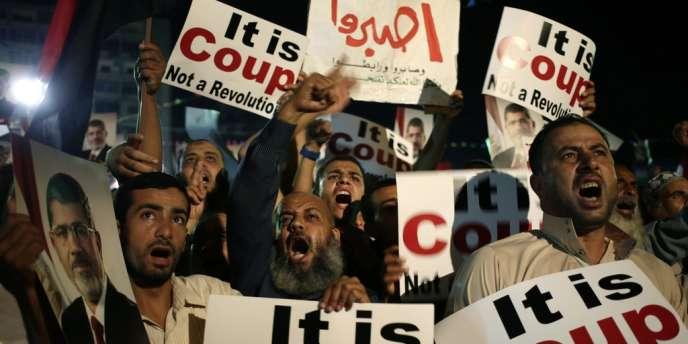 Des pro-Morsi lors d'un rassemblement, dimanche 28 juillet au Caire.