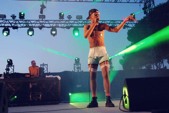 Mykki Blanco sur scène à l'hippodrome de Hyères le 27 juillet.