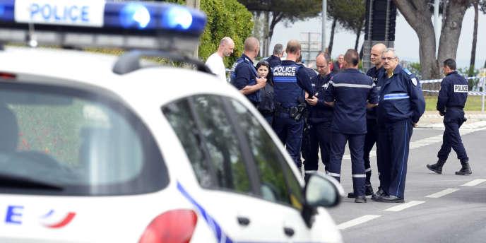 Il s'agit d'un jeune homme découvert lundi peu avant minuit aux Pennes-Mirabeau, au nord de Marseille.