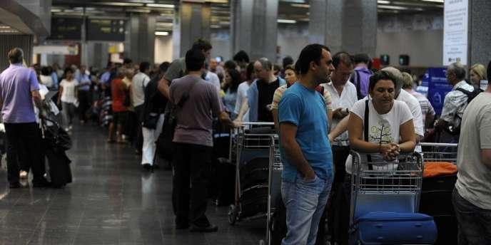 Le trafic est perturbé dans les aéroports Congonhas de Sao Paulo, Tom Jobim de Rio de Janeiro et ceux de Vitoria, Fortaleza, Recife et Salvador.