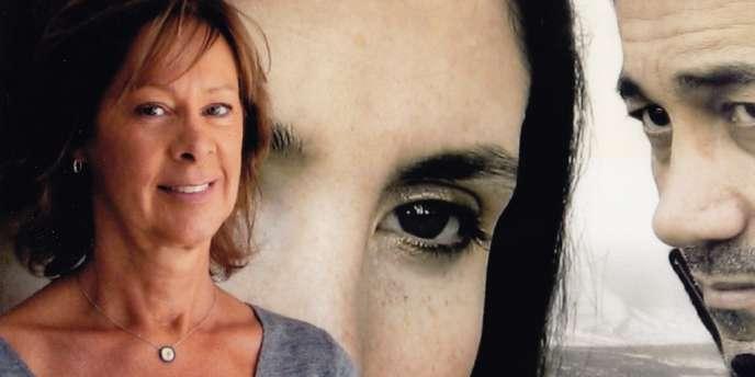 Fabienne Vonier devant l'affiche des