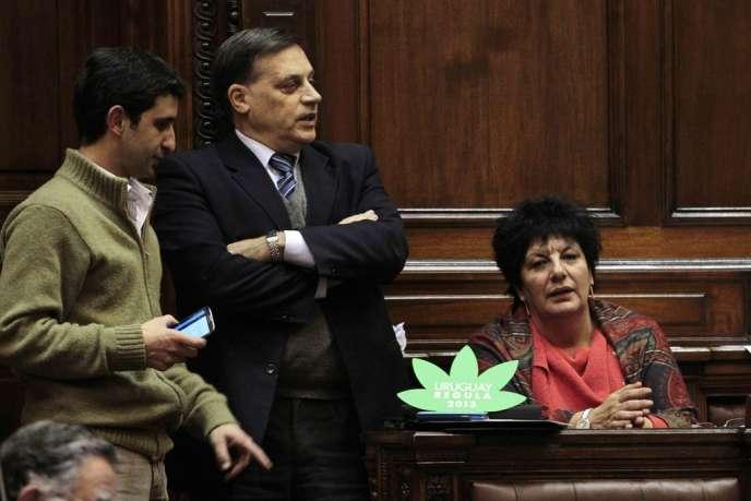 Au Parlement uruguayen, à Montevideo, mercredi 31 juillet, lors du vote de légalisation du cannabis.