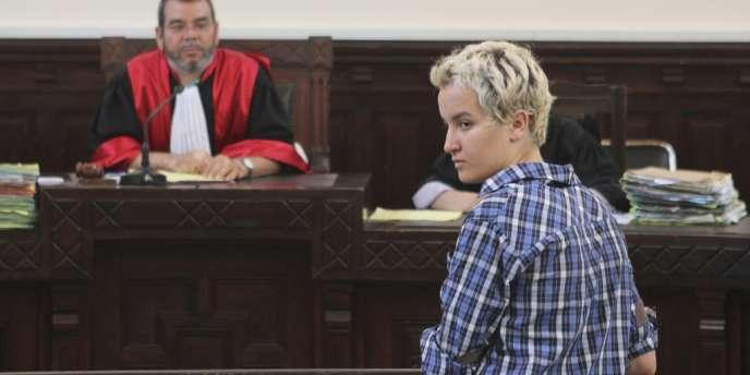 La militante Femen Amina Sboui, devant un tribunal de Sousse (Tunisie), le 4 juillet.