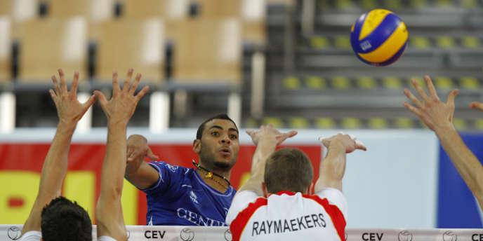 Earvin N'Gapeth lors du match entre la Blegique et la France aux championnats d'Europe de volley, à Innsbruck, le 11 septembre 2011.