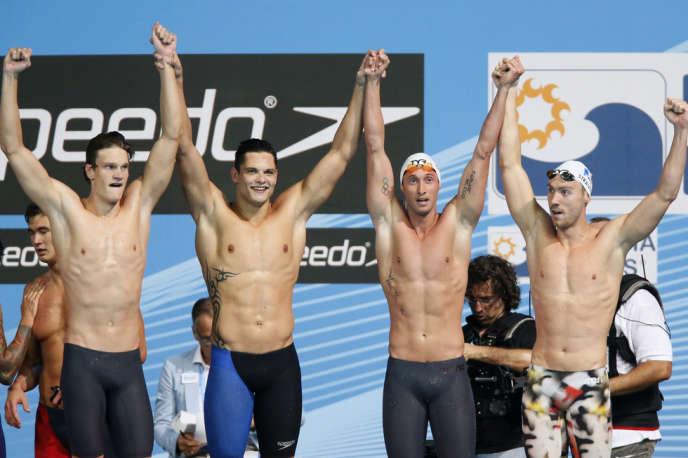 Fabien Gilot (2e à droite) avec ses coéquipiers de l'équipe de France, vainqueurs du relais 4 ×100 m au Mondiaux de Barcelone le 28 juillet.