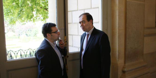 Des politiques de gauche et de droite condamnent une pétition appelant au renvoi du journaliste LCP et Radio J, ici avec Patrick Ollier, ancien président de l'Assemblée nationale.
