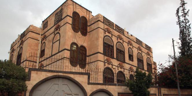 Au Yémen, plusieurs ambassades occidentales ont été fermées pour le week-end. Sur cette photo, l'ambassade d'Iran à Sanaa, le 21 juillet. La sécurité y avait été renforcée après l'enlèvement d'un diplomate par des éléments présumés d'Al-Qaida.