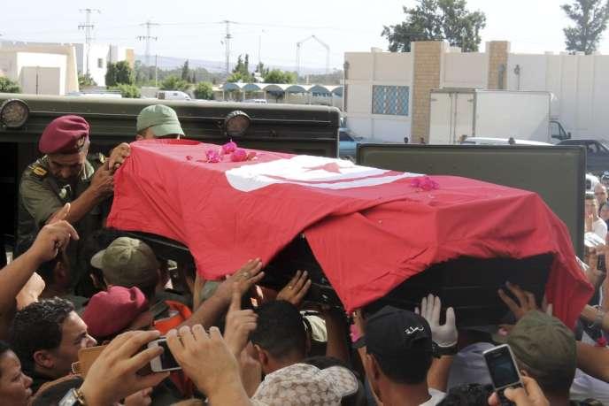 Lors des funérailles, le 30 juillet, à Kasserine, d'un des soldats tunisiens tués dans le mont Chaambi, à la frontière avec l'Algérie.