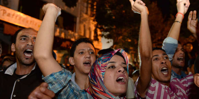 Manifestation contre la grâce accordée par le roi au pédophile espagnol Daniel Valgan, le 5 août à Kenitra.