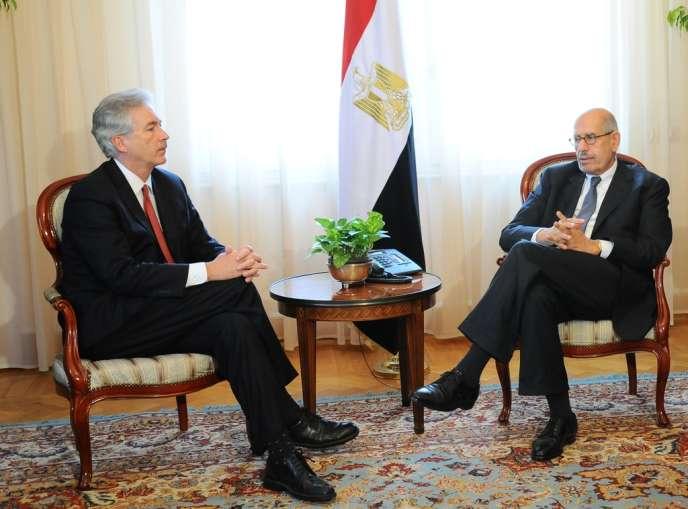 Le secrétaire d'Etat adjoint américain, William Burns, s'entretient avec le vice-président égyptien Mohamed El-Baradei, le 3 août.
