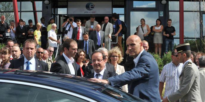 Des opposants au mariage gay perturbent le déplacement de François Hollande à La Roche-Sur-Yon en Vendée le 6 août 2013