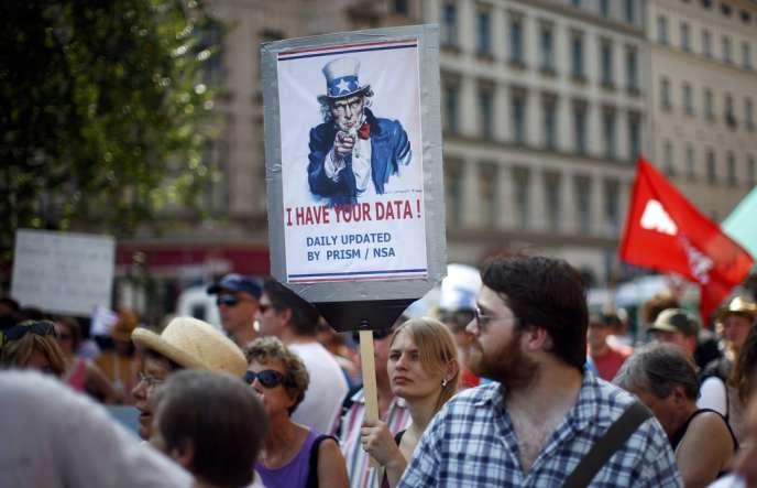 Manifestation contre la coopération des services secrets allemands et américains dans le programme de surveillance Prism de la NSA, le 27 juillet, à Berlin.