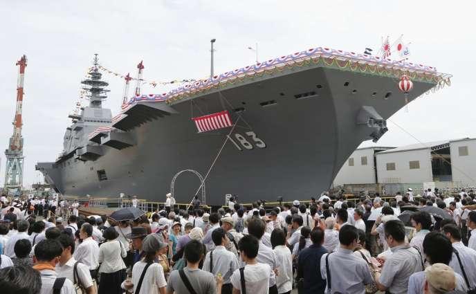 Inauguration du porte-hélicoptère nippon «Izumo», à Tokyo, le 6 août, jour de la commémoration du bombardement d'Hiroshima.