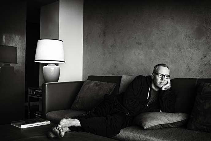 Bret Easton Ellis,  le 21 juin dans son appartement de Beverly Hills, à Los Angeles.