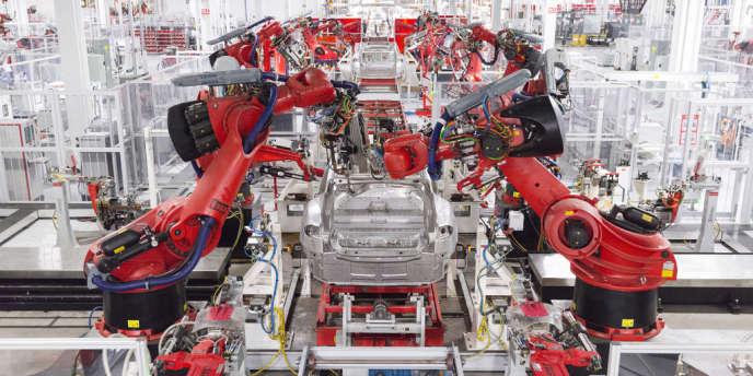 Chaine de montage des voitures électriques Tesla, à Fremont (Californie), le 25 juillet.