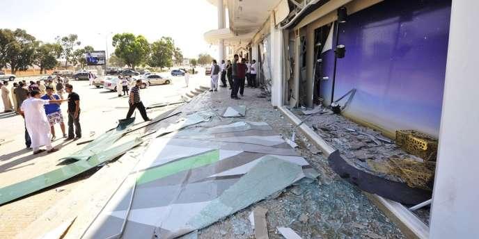 Signe des désordres qui règnent en Libye, à Benghazi, les vitrines du Marks & Spencer ont été soufflées, le 8 août,  par une explosion.