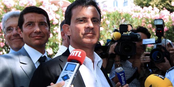 Le ministre de l'intérieur Manuel Valls en déplacement dans les Alpes-Maritimes à Cannes le 6 août.