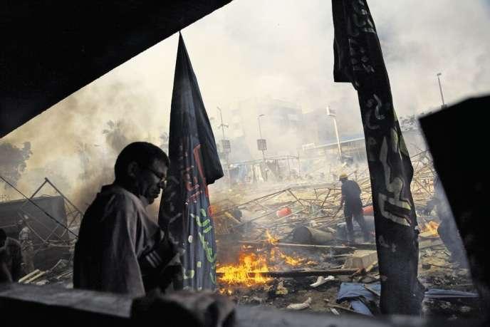 Place Rabiya Al-Adawiya, après l'assaut des forces de sécurité, le 14 août.