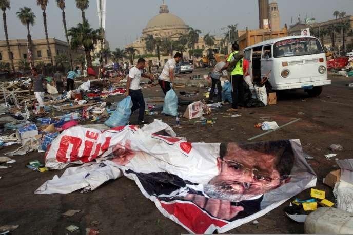 Le premier ministre intérimaire, Hazem el Beblaou, à fait marche arrière sur la possibilité d'interdire la confrerie préférant choisir de les