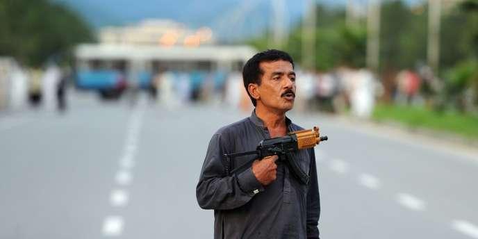 Mohammad Sikandar avait été arrêté par la police pour violation du code de la route, à moins d'un kilomètre du palais présidentiel et du parlement.