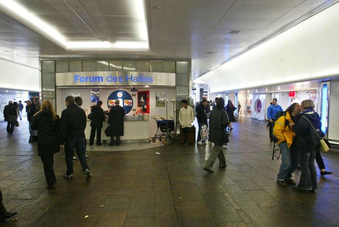 Pour les jeunes de Seine-Saint-Denis, le quartier des Halles est le point d'entrée dans Paris. Ils y accèdent directement en RER et y retrouvent des enseignes familières (H&M, McDonalds...).