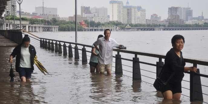 Inondations à Harbin, dans la province chinoise du Heilongjiang, le 16 août.