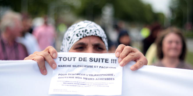 Manifestation vendredi 16 août à Trappes de femmes voilées «pour dénoncer l'islamophobie».