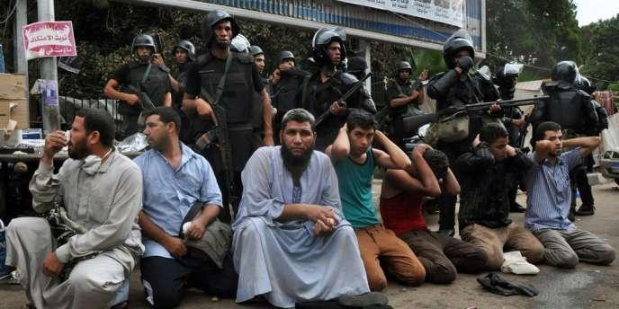 Au total, 1 004 sympathisants des Frères musulmans, dont 558 au Caire, ont été interpellés lors des manifestations de vendredi 16 août dans tout le pays.