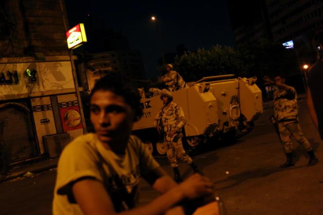 Un des nombreux points de contrôle mis en place au Caire par les militaires égyptiens. Ici, le 17 août au soir devant la mosquée Al-Fath.