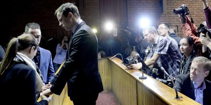 L'athlète sud-africain sera jugé pour meurtre avec préméditation et port illégal d'armes, après avoir tué sa compagne en février.