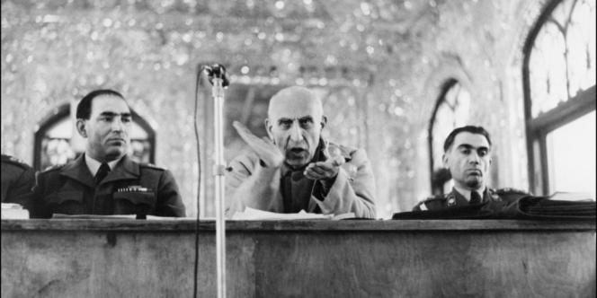 Mohammed Mossadegh lors de son procès, le 11 novembre 1953.