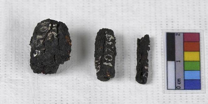 Trois des perles de fer trouvées à Gerzeh, en Basse-Egypte.