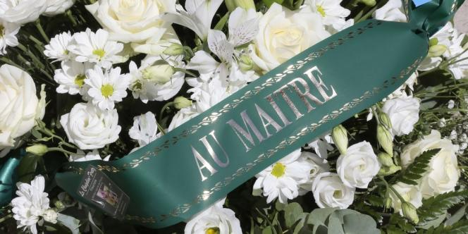 Une couronne sur la tombe de Jacques Vergès.