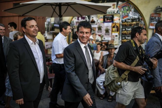 Manuel Valls, ministre de l'intérieur, au festival de théâtre de rue d'Aurillac, le mercredi 21 août.