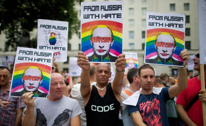 Le président russe Vladimir Poutine a interdit tout rassemblement ou toute manifestation pendant les Jeux olympiques d'hiver de 2014, selon un décret publié vendredi.