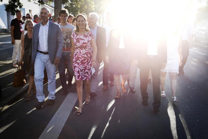 Harlem Désir et Ségolène Royal arrivent à la fédération socialiste, à La Rochelle le 22 août.