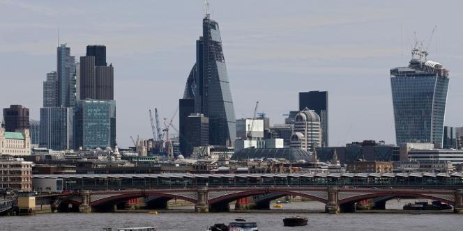 La City a réalisé 41 % des volumes de transactions mondiales en change en 2013.