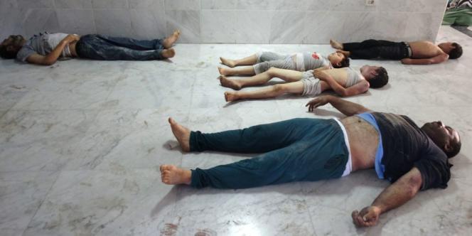 Des victimes présumées des bombardements de l'armée syrienne, mercredi, au cours desquels auraient été utilisés des gaz toxiques.