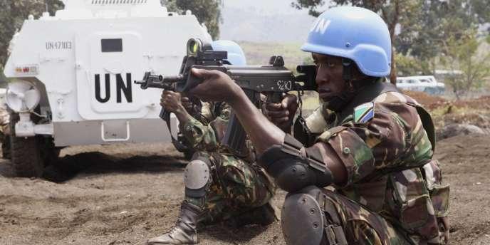 Des casques bleus de la brigade d'intervention s'entraînent près de Goma, le 9 août.