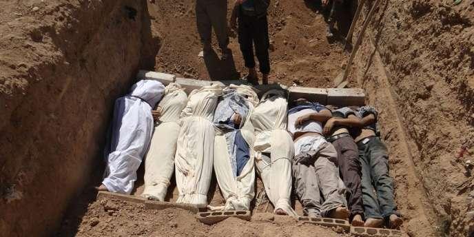 Enterrement de victimes de l'attaque chimique par le régime syrien, le 21 août, dans la banlieue de Damas.