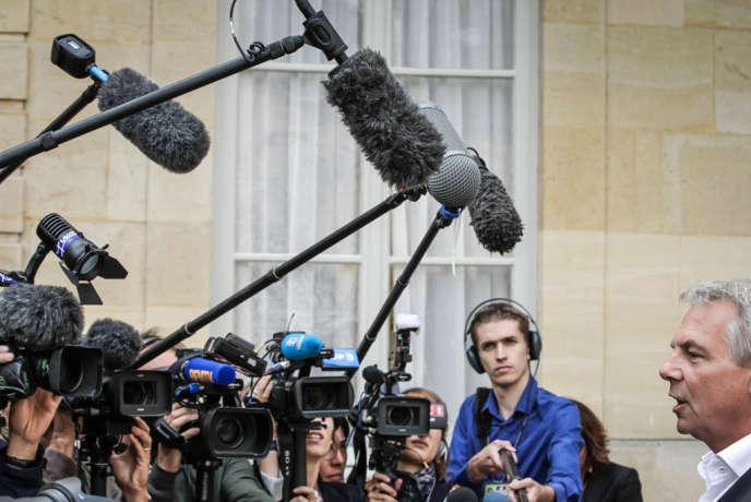 Jean-Marc Ayrault a reçu Thierry Lepaon et une délégation de la CGT à l'hôtel Matignon dans le cadre de la journée de concertation sur les retraites, lundi 26 août.