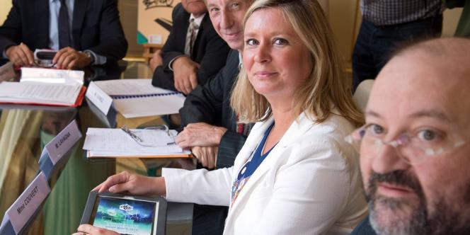 Les syndicats et le Medef ont été reçus par le premier ministre Jean-Marc Ayrault, à Matignon, lundi 26 août. Au centre, Carole Couvert (CFE-CGC).