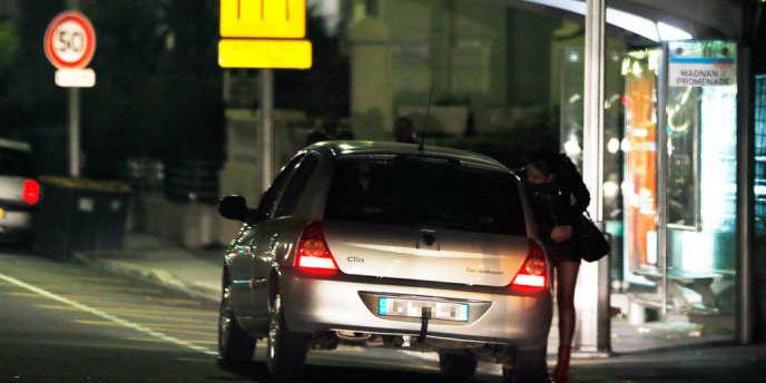 Scène de prostitution à Nice, en mars 2013.