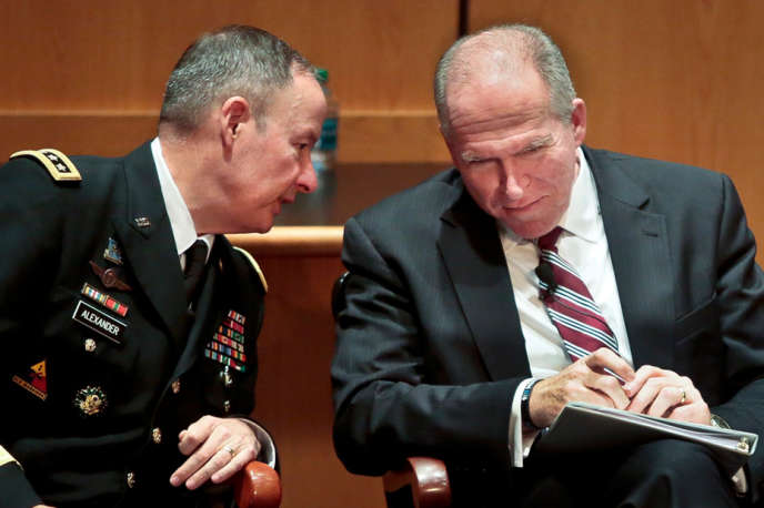 Le directeur de la NSA, Keith Alexander (à gauche), et celui de la CIA, John Brennan, le 8 août à New York.