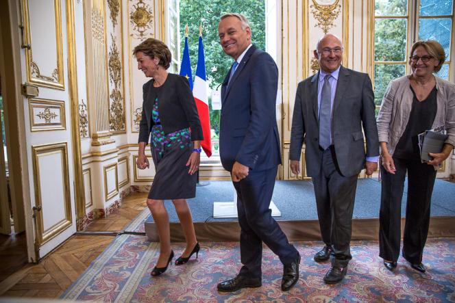 Jean-Marc Ayrault, Marisol Touraine, Michel Sapin et Maylise Lebranchu, à l'Hôtel Matignon, le 27 août.
