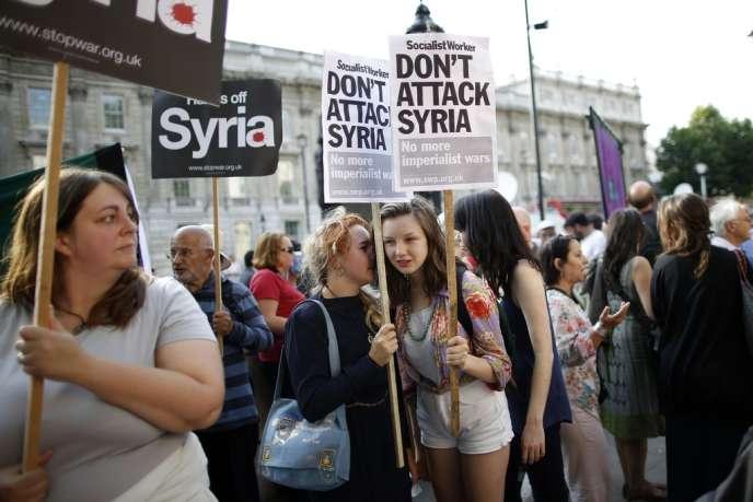 Une manifestation contre une éventuelle intervention militaire en Syrie, mercredi 28 août, à Londres.
