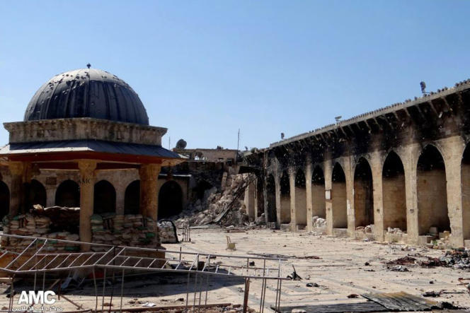 La mosquée des Omeyyades à Alep après la destruction de ses deux minarets.