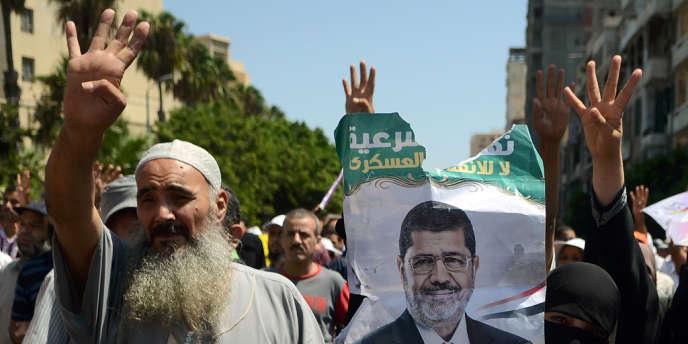 Manifestations de partisans de Mohamed Morsi, le 30 août.