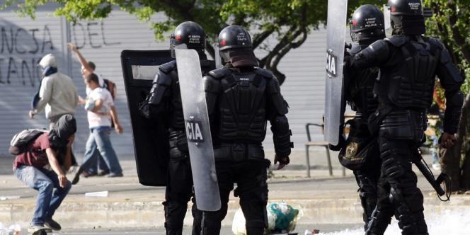 Affrontements entre police et manifestants à Medellin, le 29 août.