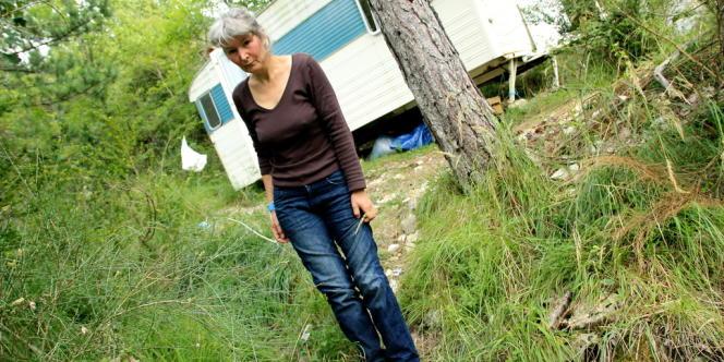 Anne Cautain, une très grande électrosensible, a vécu trois ans dans une grotte.